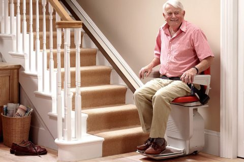 Révolution chez les seniors : le monte escalier