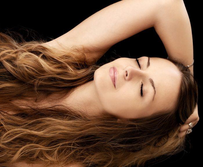 Une femme des beaux cheveux